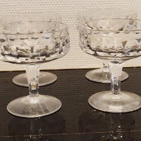 8 flotte champagne skåle i krystal uden skårHøjden er ca 11/12 cm