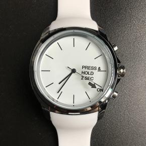 Smart Watch Active Life Tracker 🏃🏽♀️Aldrig brugt, sælger da jeg har ret tynde håndled og det derfor ikke passer ordentligt.  Sender gerne, køber betaler porto 💌