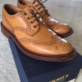 Smukkeste brogues fra engelske Trickers, der laver gennemførte og håndsyede sko som Church's  Bytter ikke