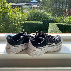 Fine nike sko, lidt brugte men ikke noget man kan se tydeligt - BYD GERNE🖤🤍