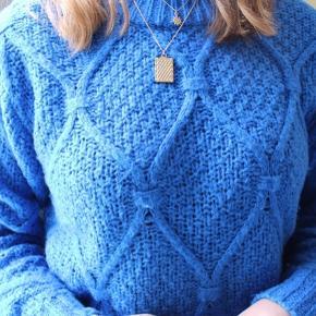 Lækker Mørkeblå sweater / striktrøje