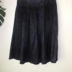 100% silke Livvide: 37,5 cm (x2) Prisen er fast og fair. Bytter ikke !!