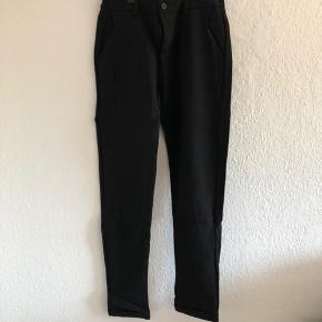 Virkelig fine bukser fra Sisters Point, kun brugt og vasket 1 gang. Ingen tegn på slid eller andet🌸  Str M, men passer nok en S bedre da de er små i størrelsen☺️