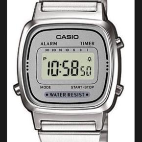 Fint digital ur med justerbar lås - Casio Classic 💗  Sælges da jeg ikke bruger sølv smykker  BYD GERNE!!