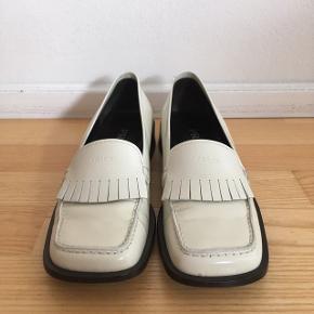 Prada sko brugt 1 gang.  Ingen særlige tegn på slid Nypris 4.000 kr