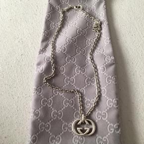 Gucci chain i 925 sterling silver  Cond 9,5/10 Ingen brugs tegn  Kæden er ca 50 cm lang  Alt OG
