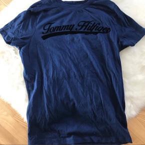 Super lækker Tommy Hilfiger tshirt i en M, brugt 1 gang