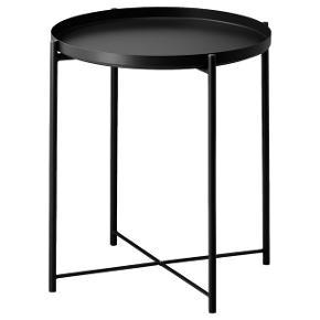 Sælger dette gladom bakkebord fra Ikea. God men brugt - se billeder for ridser i overfladen. Fejler derudover intet. Byd gerne 😊  Skal afhentes i Aalborg midtby.