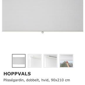 Plisségardin fra IKEA  Samlet pris: 500kr  Pr stk: 100kr - 89kr for den hvide på 80  3 stk hvid på 90x210  1 stk hvid på 80x210  2 stk grå på 90x210   Brugt et halvt år