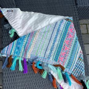 Stories By Rikkemai tørklæde