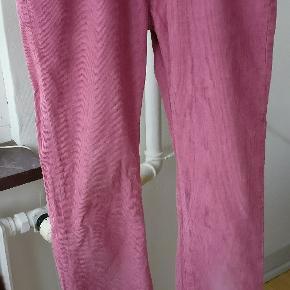Pink fløjlsbukser fra Levis i samarbejde med opening ceremony. Str. 28/32 Mp 220