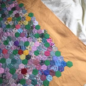 Et patchwork tæppe i super fine farver   140x115