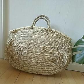 Oval strå picnic taske. Meget rummelig og perfekt til sommeren. Ca.55cm bred.  Ny ✌