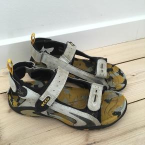 Gode Ecco sandaler i pæn stand. Brugt sparsomt. Nypris 650,00 kr.