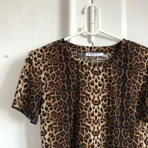 Flot bluse i leopard i str small
