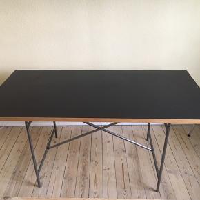Egon Eiermann bord. Kan både bruges som skrivebord og spisebord. Virkelig god stand!