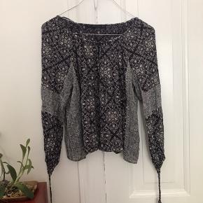 🌻 Fin boheme / boho tunika skjorte fra zara i skønneste farve og mønster. Mange fine detaljer. Kun brugt få gange og meget fleksibel i størrelse. Sælges udelukkende grundet flytning!