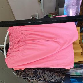 Brand: paparazzi Varetype: kjole Farve: pink  30 kr er over mobile pay. Ellers bliver der lagt ts gebyr på. 1 del 30 kr. 4 dele 100 kr.