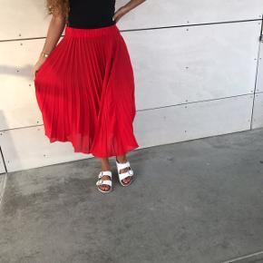 Smuk rød nederdel 😍❤️ str xs