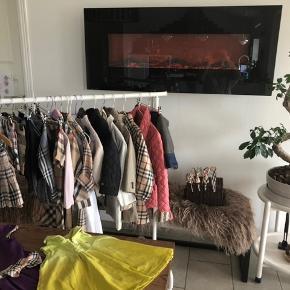 Lækker Burberry tøj i forskellige str . Alt tøjet  er i god stand og fra ikke ryger hjem . Svar gerne på jeres spørgsmål . Str fra 74 til 10 år