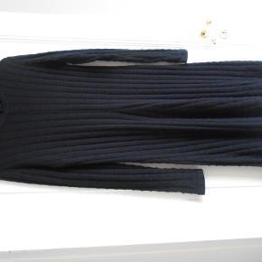 Flot strikkjole i 100% merino uld Længde 100 cm