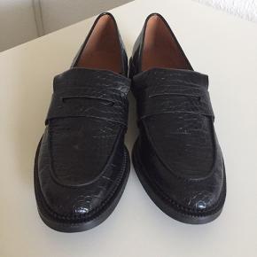 Lækre og klassiske loafers. Sidder perfekt på foden. .