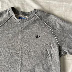 Lækker sweatshirt fra Adidas i grå Brugt og vasket 2-3 gange Str / M Nypris / 500