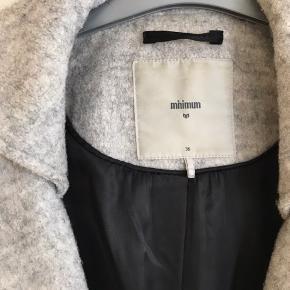 Uld frakke fra Minimum str 36, brugt få gange  Nyprisen var 1500kr