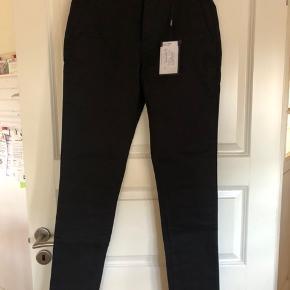 Helt nye bukser. Kan desværre ikke byttes da butikken er gået konkurs