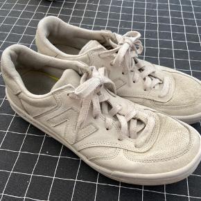 New Balance sneakers, brugt en del, men har lige fået en tur i vaskemaskinen