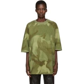 Oversized Yeezy season 3 tshirt. Brugt få gange, så i perfekt stand.