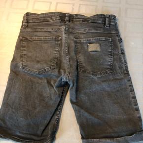 Gode shorts som desværre blev for små til min bror