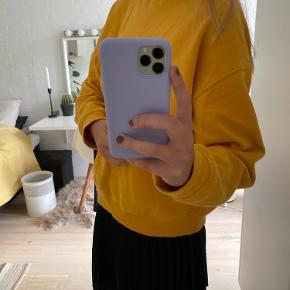 Lækker karrygul sweatshirt fra Envii