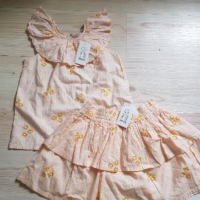 Sælges samlet eller hver for sig. 130 pr del  eller 210 pp samlet. Blusen er en nuance lyser and nederdel (kan ser dette på billedet).