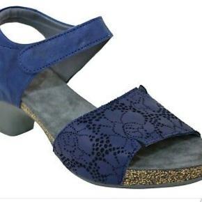 Ubrugt flot sandal fra Think str 41.. normal i størrelsen og virkelig komfortabel. Nypris 1100