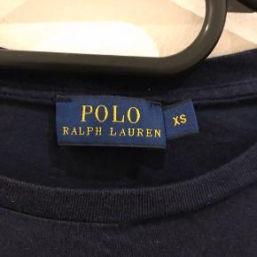 Navy blå Ralph Lauren t-shirt Str xs Ingen tegn på slid, kun brugt meget få gange Nypris 550kr
