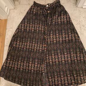 Flot nederdel fra zara - aldrig brugt.