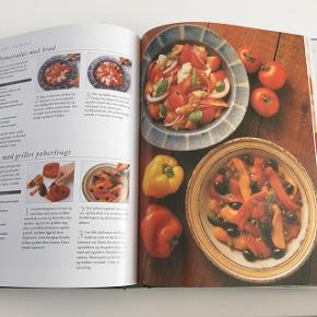 Har du besluttet dig for at leve sundere her i det nye år? trænger du til ny inspiration?😃💪 Her får du en rigtig god bog med masser af inspiration til lækre salater 🥗🍴🥬🍅🥒🥦🍎🍏🍊🍍🥕🍉🍓🥑🥭