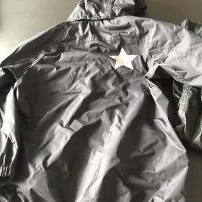 Molo regntøj str 146-152. Jakke brugt to gange, bukser aldrig brugt