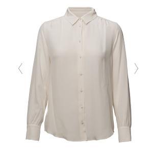 Silke skjorte fra Weekend Max Mara - aldrig brugt 🧡Nypris = 1600 kr   Se også mine andre annoncer 👇🏻
