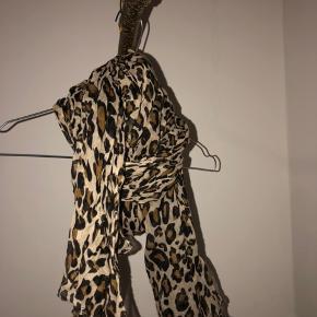Leopard print tørklæde. Fejler intet! Tjek mine andre annoncer ud!🌺