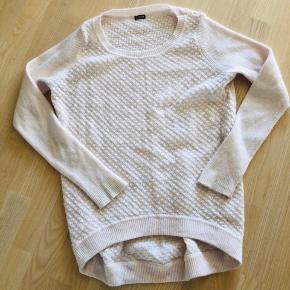 Lækker Angora sweater fra 2nd Day, der går lidt længere ned bagpå. Brugt få gange.