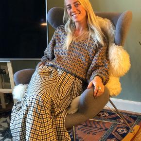https://www.karenbysimonsen.com/da-dk/chai-tea-nederdel-10102539-40642  Helt ny nederdel. Kun prøvet på :-) Np: 999kr. Mp: 400kr :-) Total udsolgt på hjemmesiden!