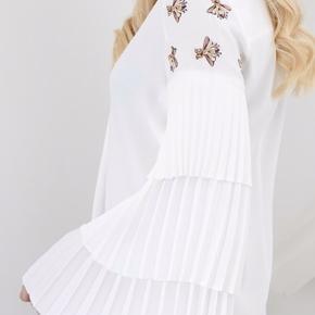 Smuk kjole - aldrig brugt og med tag.  Mp: 475,-  Bytter ikke   Ønsker køber at handle via TS betaler køber TS-gebyret