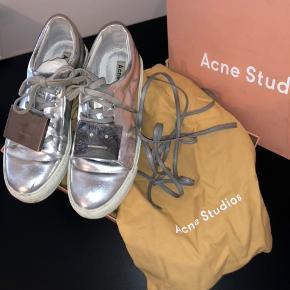 255bea2b Acne sko i sølv. Nypris er 2400kr, få dem til 500kr. Æske,