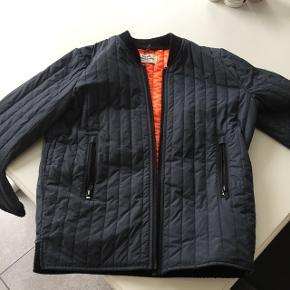 Fin jakke til foråret, str 12 år, fejler intet