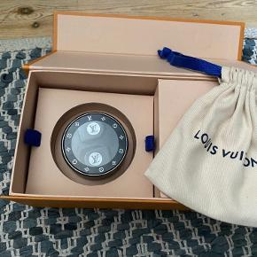 Louis Vuitton earpods  Alt medfølger, box, kvittering osv. ny pris 7.400