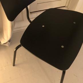 Engelbrechts. Kevi 2063 lounge stol.   eneste fejl er en lille ridse på sædet ellers brugt meget lidt.