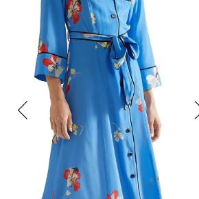Referencing classic pajama styles, GANNI's 'Joycedale' maxi dress has piped trims and is punctuated with buttons through the front. It's made from fluid silk crepe de chine printed with painterly blooms and has an option…