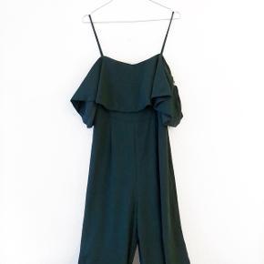 H&M grøn buksedragt   størrelse: 42 ( kan ikke selv passe den, så sender ingen billeder )   pris: 100 kr   fragt: 37 kr